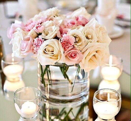 Centro de mesa con rosas y velas