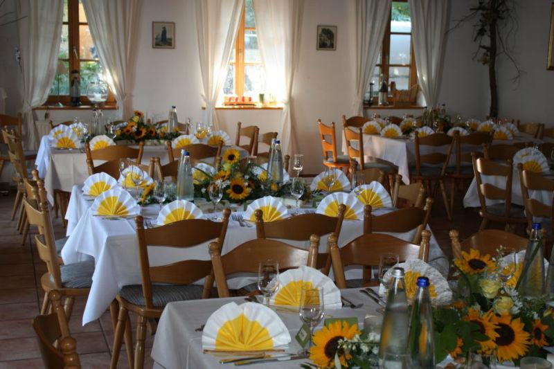 Beispiel: Festliches Hochzeitsgedeck, Foto: Landgasthof Berg.