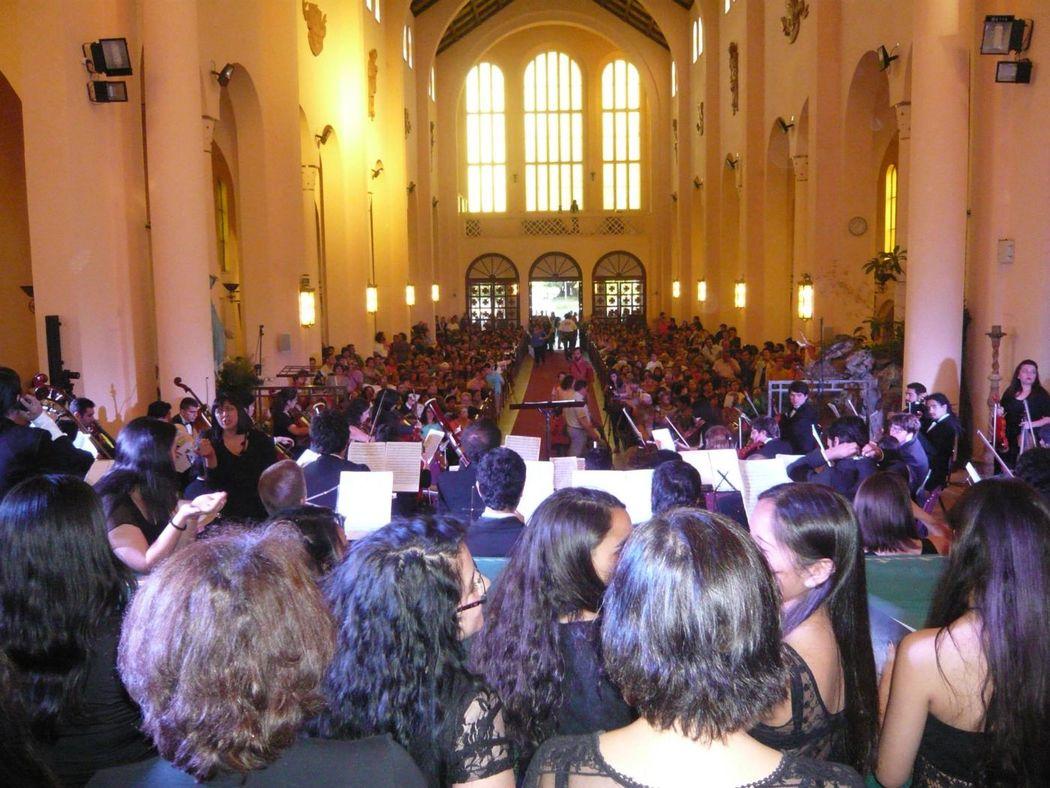 IX Sinfonía de Beethoven, en conjunto con agrupación