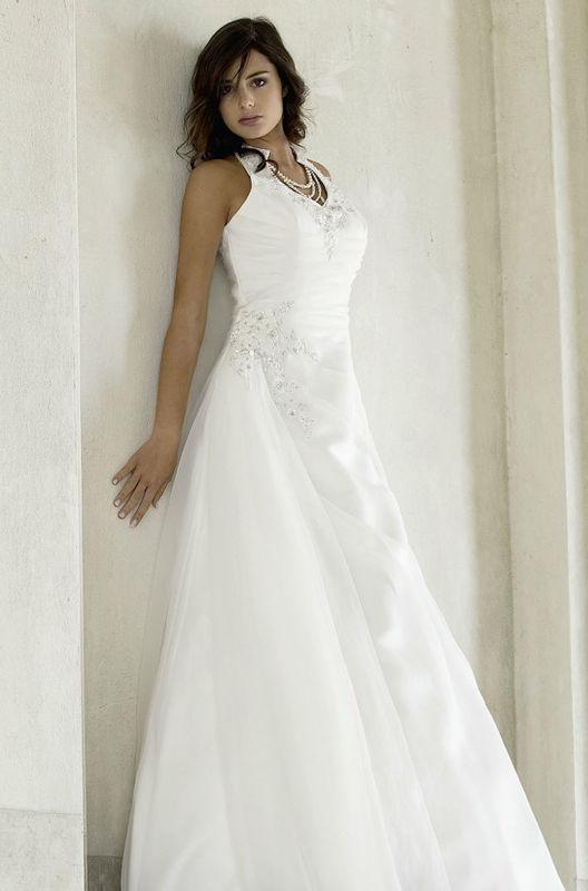 Beispiel: Traumhafte Brautmode, Foto: Fabula Brautmode.