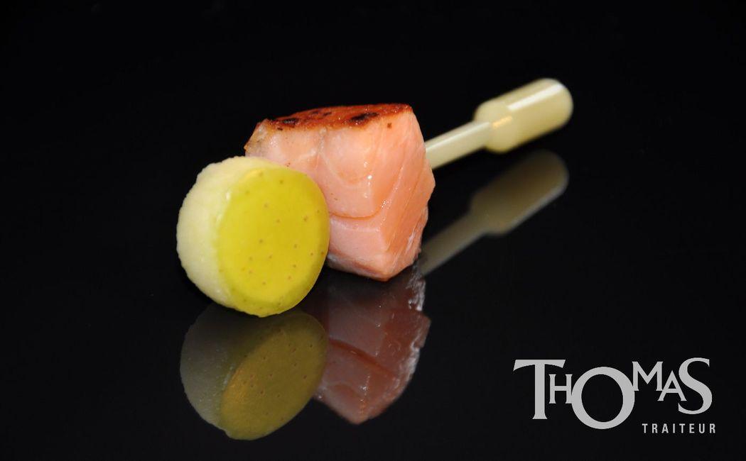 Pièce cocktail salée froide : Filet de saumon mi-cuit, pomme en pipette