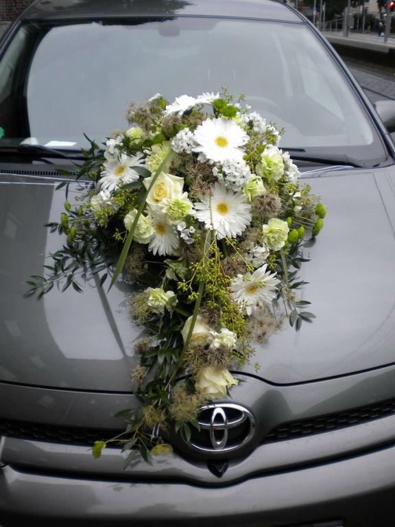 Beispiel: Autoschmuck, Foto: Wilheine Blumenbindekunst.