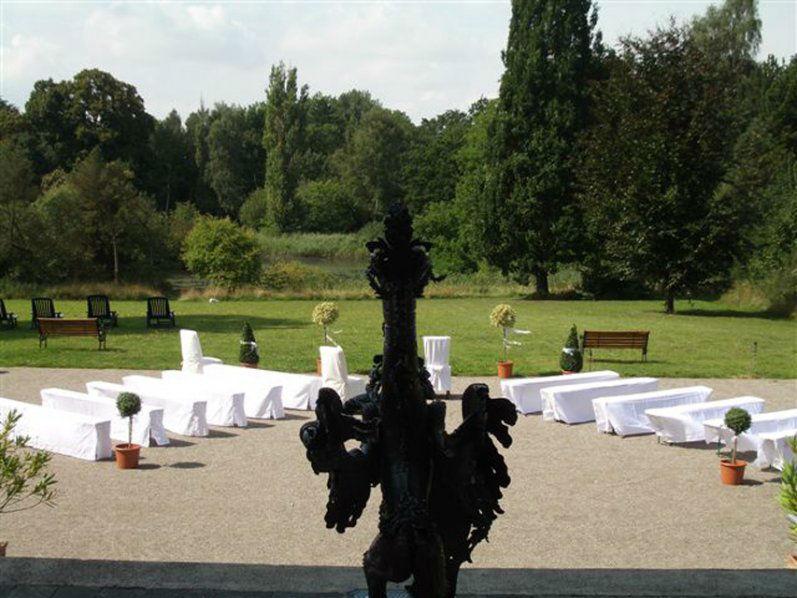 Beispiel: Mögliche Trauung unter freiem Himmel, Foto: Schloss Neetzow.