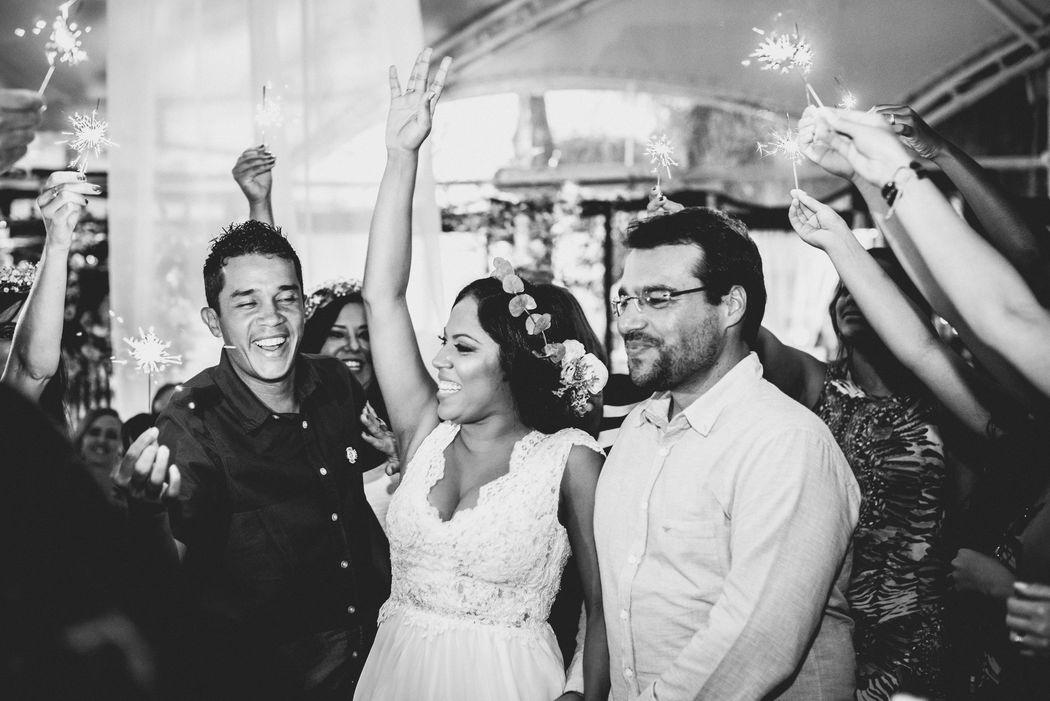 Visite nossa Fan Page e conheça o jeitinho que só a equipe Agoradela tem neste link aqui =D http://bit.ly/Equipe_agoradela_casamentos