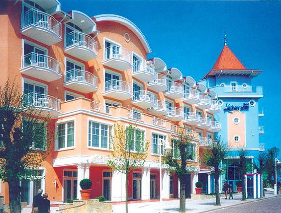 Beispiel: Ansicht von der Wilhelmstraße, Foto: Travel Charme Kurhaus Sellin.