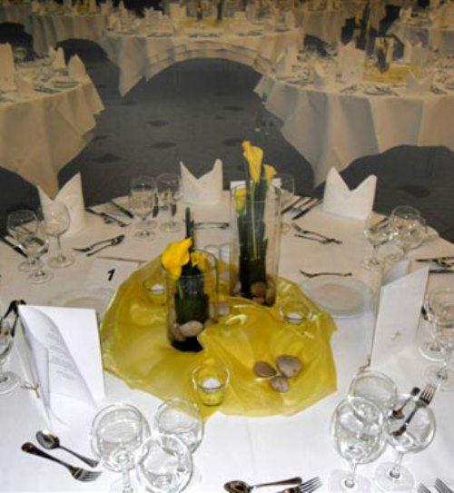 Beispiel: Tischdekoration, Foto: Blumenhaus Klein.