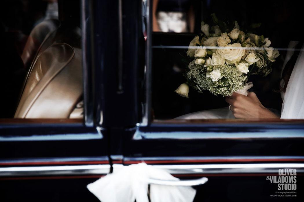 ramo de la novia en el coche