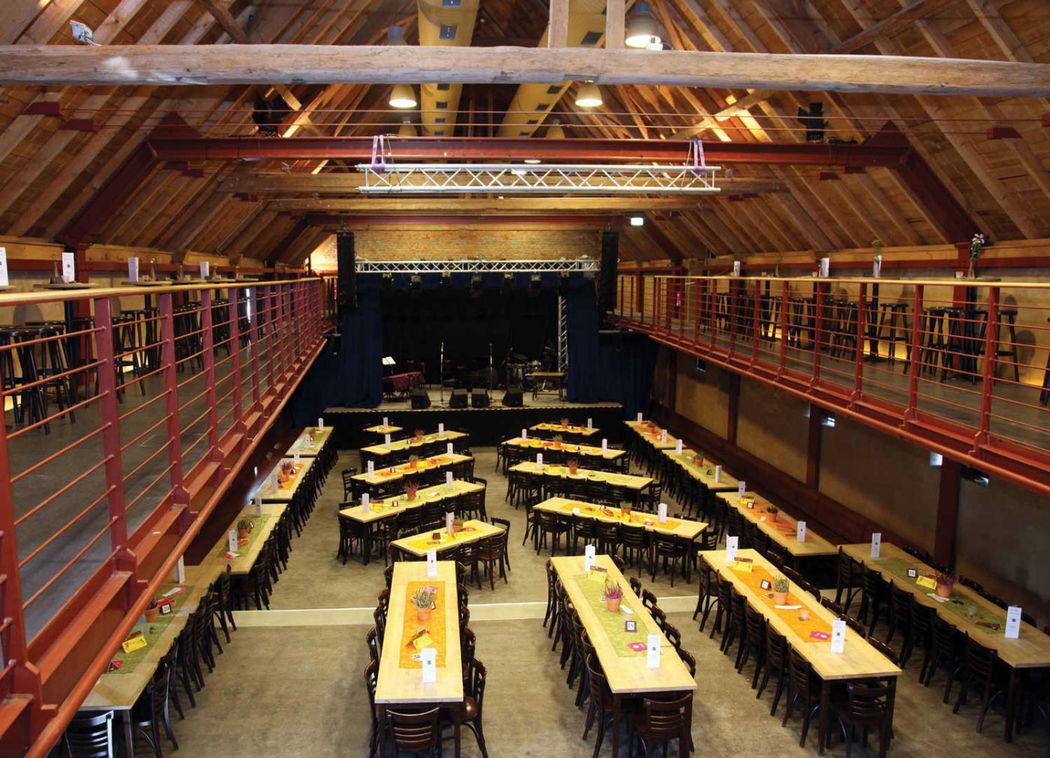 Beispiel: Saal mit Bühne - Tischbelegung, Foto: Eltzhof - das Kulturgut.
