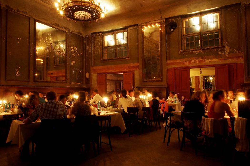 Abendstimmung in Clärchens Ballhaus