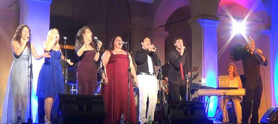 Intrattenimenti musicali per eventi e ricevimenti di matrimonio Romadjpianobar info@romadjpianobar.com http://www.romadjpianobar.com Musica dal vivo - Gruppi Musicali - Gospel Ensemble