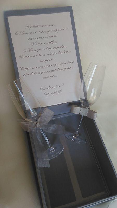 Caixa com copos para o Brinde dos Noivos