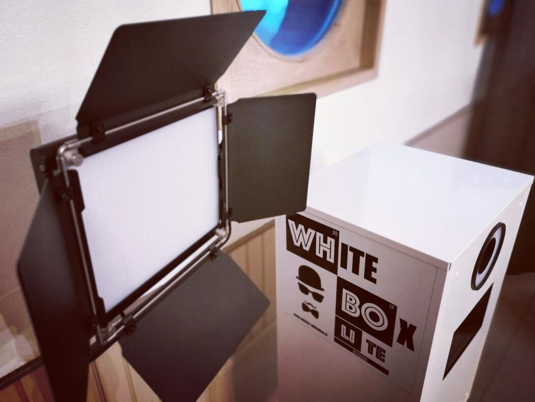 White Box - PhotoBooth by Mehdi Djafer
