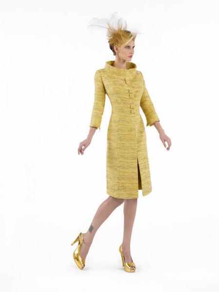 MARGA SANCHEZ. Modelo Óleo. Conjunto coordinado de abrigo y vestido en mikado de seda.