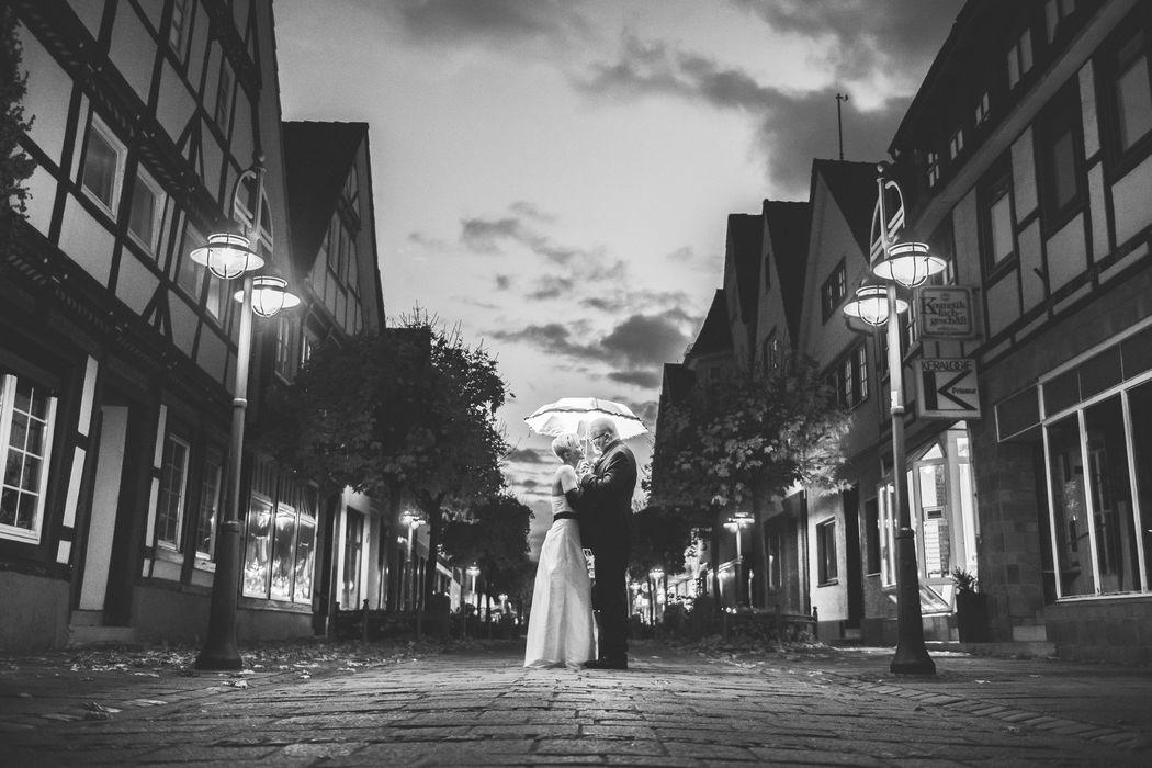 Beispiel: Brautpaarshooting im Dunkeln, Foto: Hochzeitsfotografie Thomas Göbert