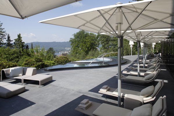 Beispiel: Terrasse mit Spa, Foto: The Dolder Grand.