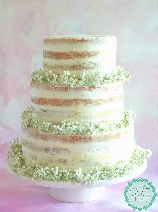 Naked cake (torta nuda) con fiori freschi