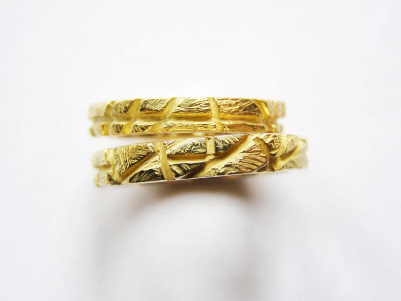 MIOeTUO - anelli in oro giallo, effetto graffiato