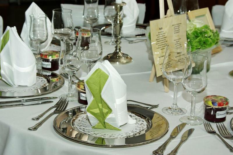 Beispiel: Tischdekoration, Foto: Hotel zur Treene.
