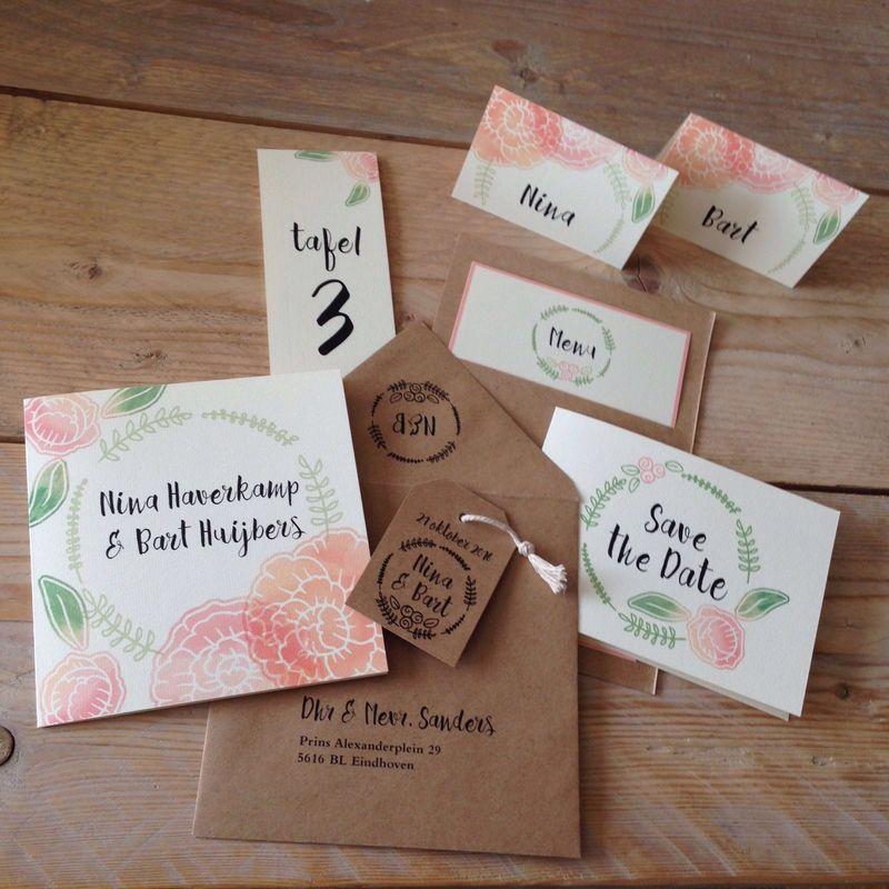 Huwelijkshuisstijl bestaande uit save the date, trouwkaart, naambordjes, menukaart en tafelnummers.