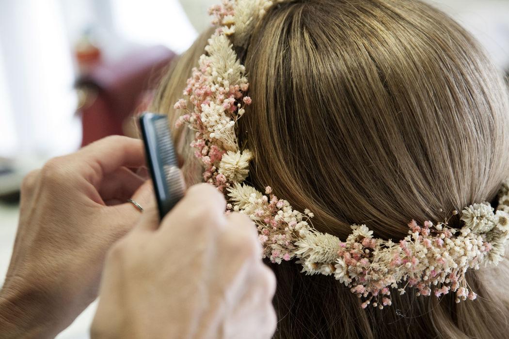 Hip & Love - Tocados, coronas de flores, tocados y ramos preserv