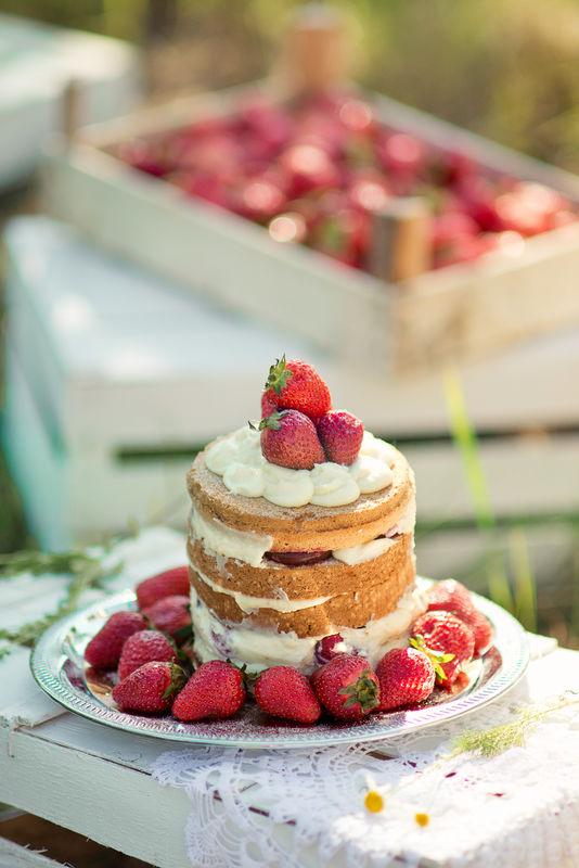 Голый свадебный тортик