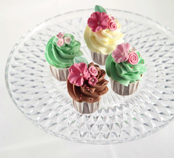 Beispiel: Cupcakes mit Zuckerblüten, Foto: Zuckermonarchie.