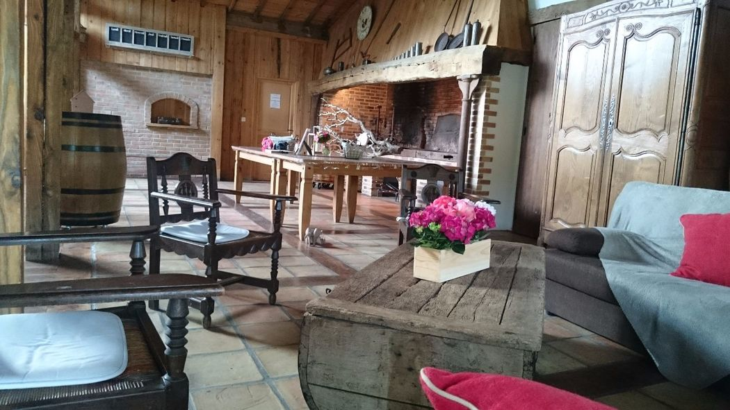 Coin salon avec cheminée