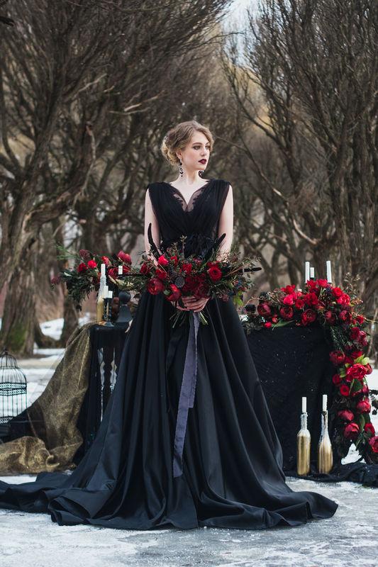 Marsala and Black winter wedding