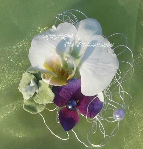 Beispiel: Der Anstecker für den Bräutigam, Foto: Die Blumenoase.