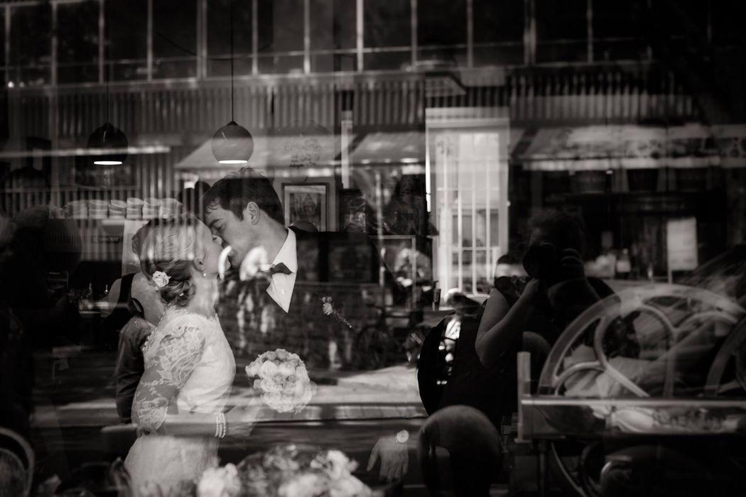 Melanie & René nach ihrer standesamtlichen Hochzeit in Frankfurt, Café Wacker.