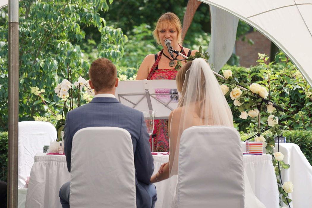 Hochzeitsrednerin und Sängerin Anne Live!