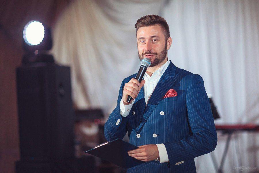 Ведущий Виталий Чацкий