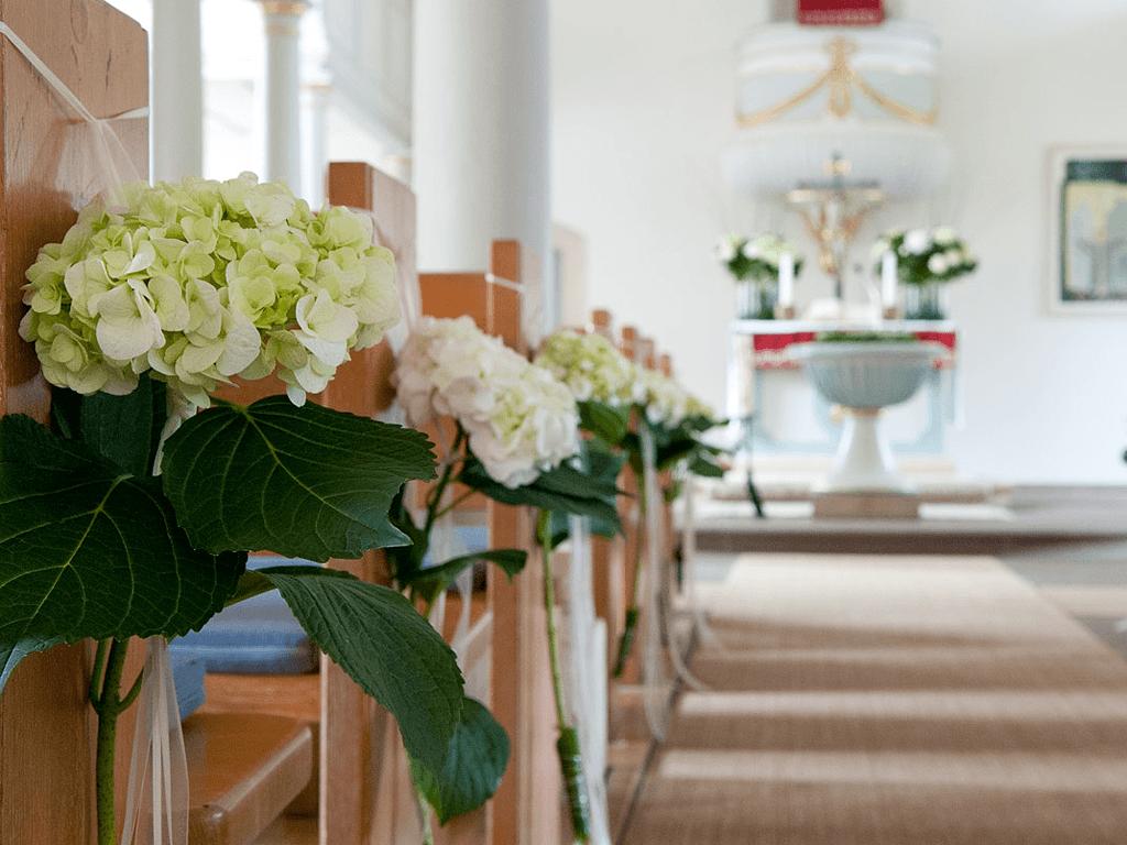 Beispiel: Kirchenschmuck, Foto: Blumen Sonn.
