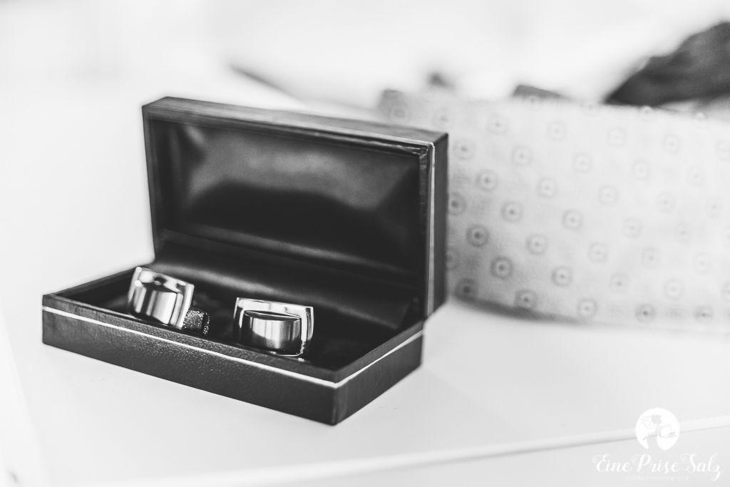 Hochzeitsreportage: Manschettenknöpfe
