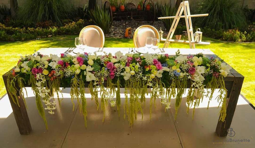 Mesa de novios llena de vida en una finca en Tepozotlan