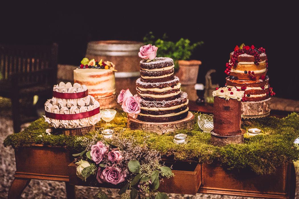 E quando gli ospiti sono tanti? Non amo torte troppo grandi..ma un gruppo di bellissime cakes  è sicuramente più scenografico...