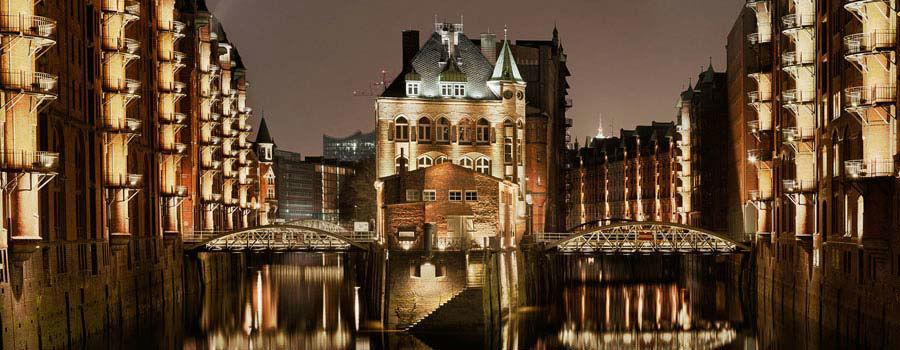 Beispiel: Außenansicht bei Nacht, Foto: Wasserschloss Speicherstadt.