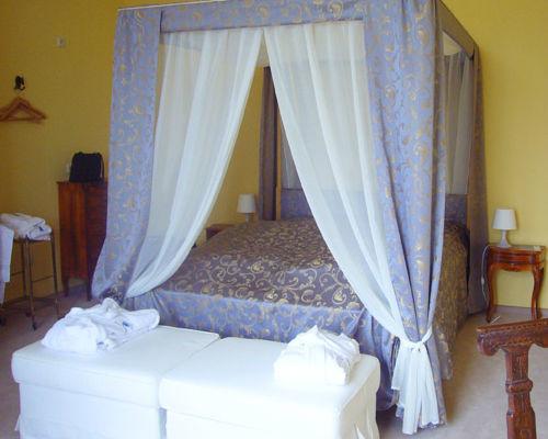 Beispiel: Himmelbett im Zimmer 2.12 im 2.OG, Foto: Schloss Weiterdingen.