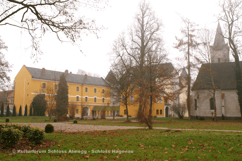 Beispiel: Außenansicht Schloss Hagenau, Foto: Schloss Hagenau.