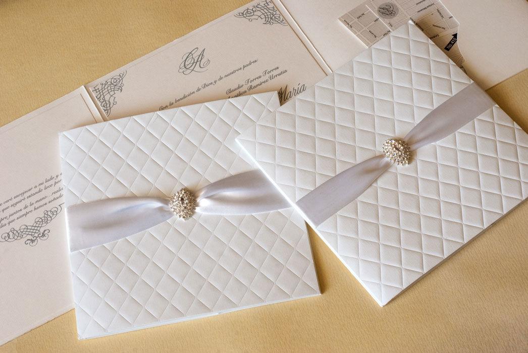 Encuentra elegantes invitaciones de boda en Le Bomboniere Shop