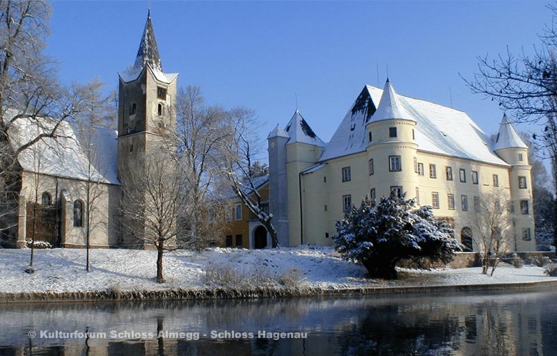 Beispiel: Schloss Hagenau im Schnee, Foto: Schloss Hagenau.