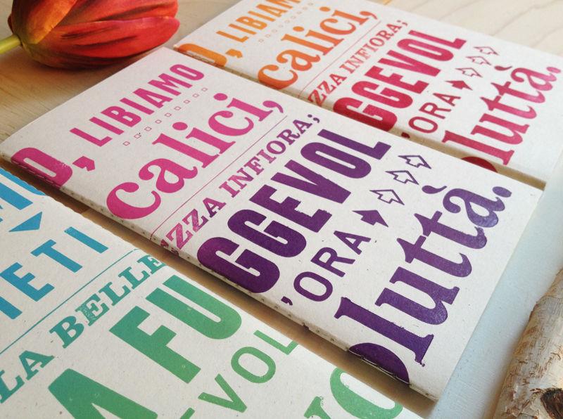 I nostri quaderni sono diventati bomboniere: cuciti a macchina con filo di cotone, inchiostrazione sfumata e stampa a mano in tre colori con  torchio tiraprove!