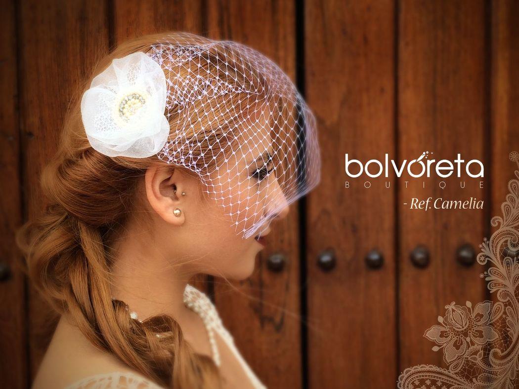 Velo Frances, perlas y cristales, un toque vintage para las mas innovadoras. Ref: Camelia.