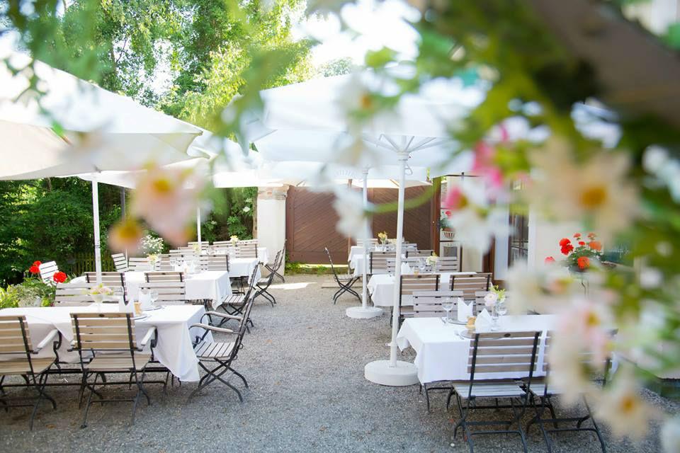 Beispiel: Terrasse, Foto: Schlossgasthof Rosenburg.