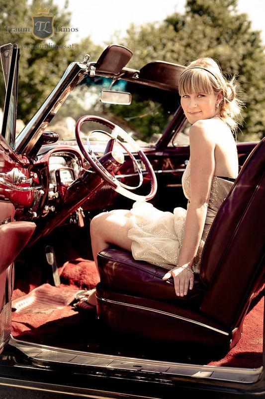 Beispiel: So ein Auto schmückt die Braut, Foto: Traumlimos.