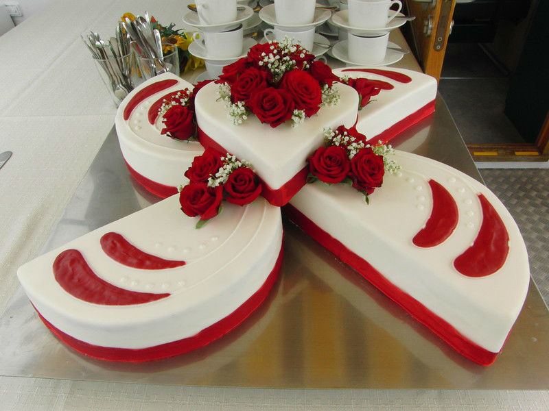 Beispiel: Hochzeitstorte, Foto: Mondsee Schifffahrt.