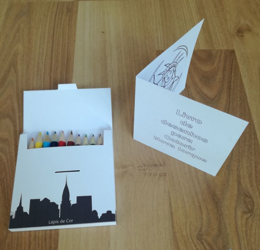 Caixa de lápis de cor para crianças