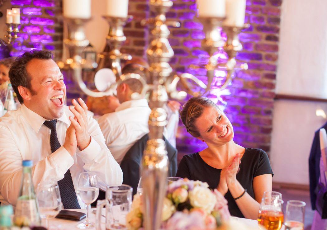 Tischzauberei und hautnahe Unterhaltung auf der Hochzeit
