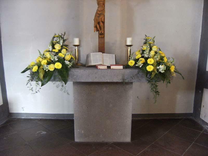 Beispiel: Blumen für den Altar, Foto: Blumen- und Gartenbau Schulz.
