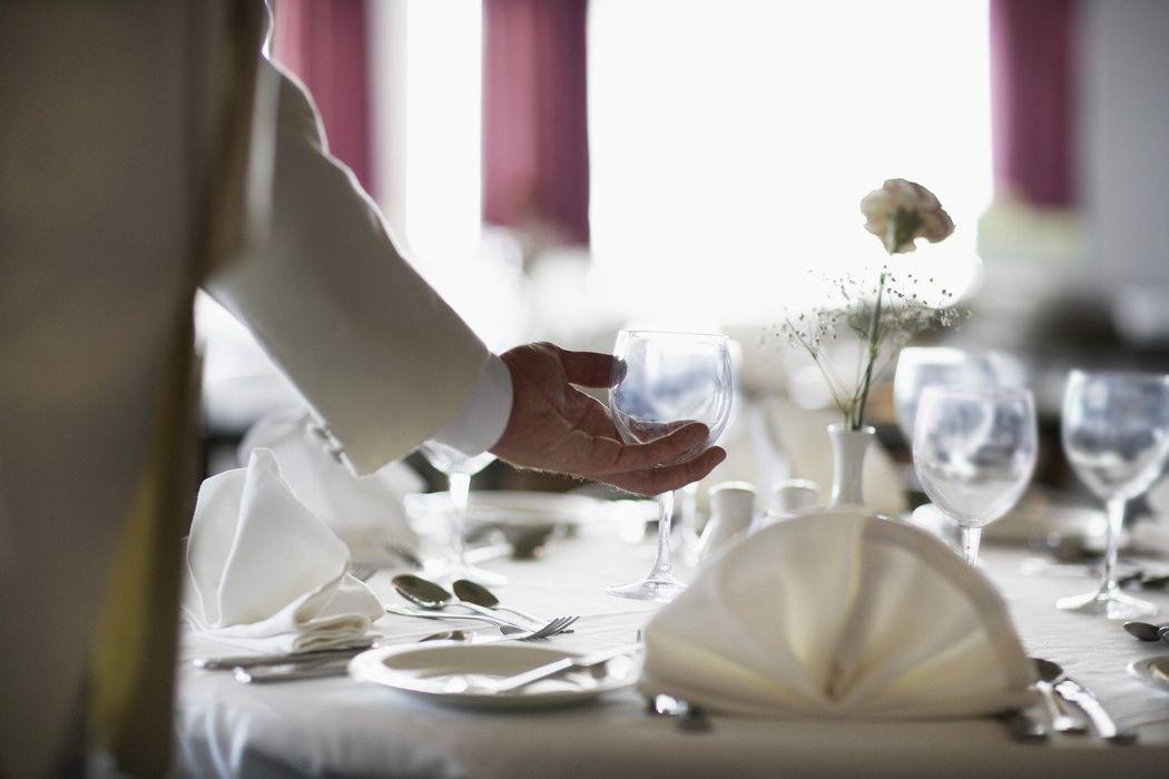 Aptitude Event Service : Serveur/Serveuse  Maître d'hôtel/ Hôte/
